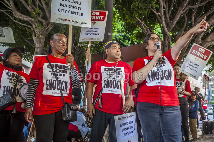 Oakland, California, USA- Hotel workers strike against low pay at the Marriott City Center Hotel. Members of Unite Here protest at low wages that force many workers to work an additional job besides their job at the hotel - David Bacon - 2018-10-20