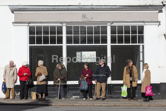 Closed BHS store and pensioners, Stratford-upon-Avon, Warwickshire - John Harris - 2018-10-29