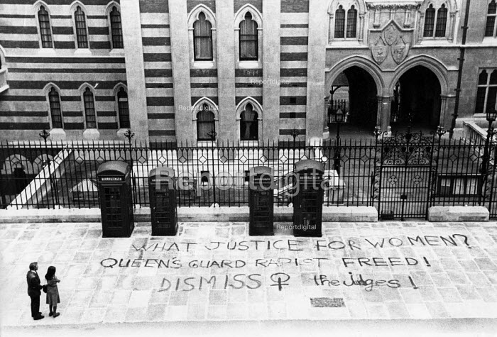 Women Against Rape Grafitti, High Court. The Strand, London 1979. What Justice for Women? Queen's Guard Rapist freed! Dismiss the Judges! - Begonia Tamarit - 1979-09-02