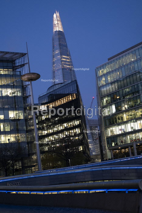 Office workers arriving early for work at the Scoop near The Shard, London - Jess Hurd - 2018-11-21