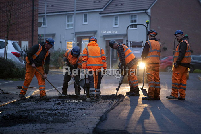 Workers laying tarmac road on a housing estate, Rugeley, Staffordshire - John Harris - 2018-11-23