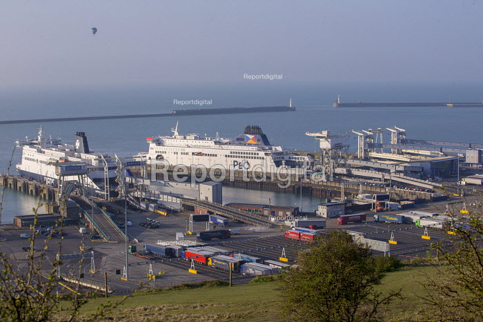 P&O ferries docked at the Port of Dover - Paul Box - 2017-04-07