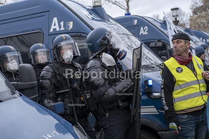 Paris, France Yellow Vest movement protest, Champs Elysees area - Jess Hurd - 2018-12-08