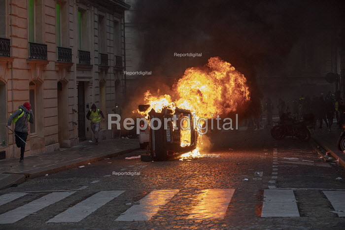 Paris, France protest by Yellow Vest movement, Champs Elysees area, burning car - Jess Hurd - 2018-12-08