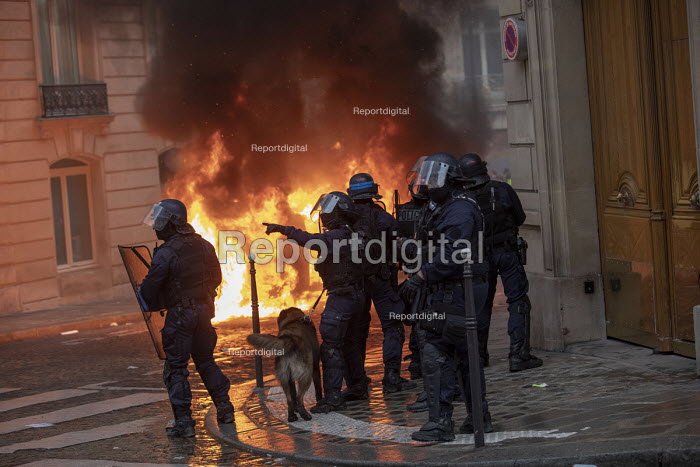 Paris, France protest by Yellow Vest movement, Champs Elysees area - Jess Hurd - 2018-12-08