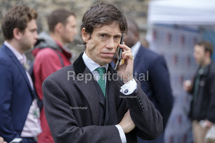 Rory Stewart MP, College Green, Westminster, London, on the day of four ministerial resignations over Brexit deal - Philip Wolmuth - 2018-11-15