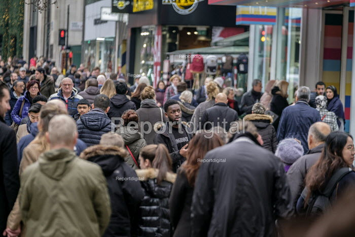 End of year sales, Oxford Street, London. - Philip Wolmuth - 2018-12-28