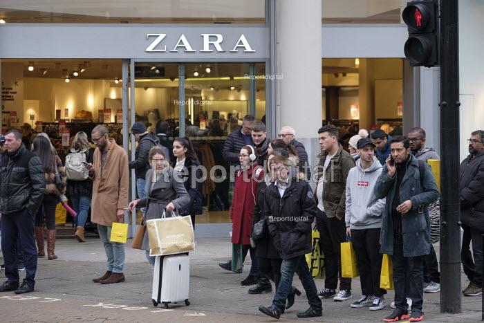 Zara. End of year sales, Oxford Street, London - Philip Wolmuth - 2018-12-28