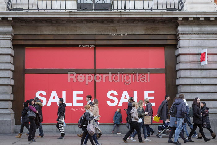 H&M, Hennes. End of year sales, Oxford Street, London - Philip Wolmuth - 2018-12-28