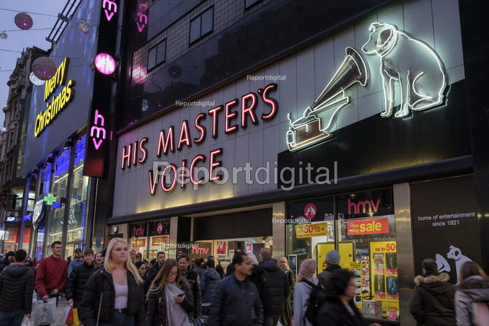 HMV flagship Oxford Street store end of year sales, His Master's Voice. HMV has gone into administration a second time, London - Philip Wolmuth - 2018-12-30