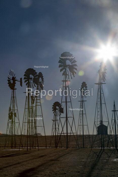 Nebraska, USA, windmills that pump water, Downey Well Drilling - Jim West - 2018-12-23