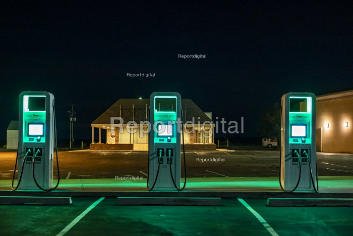 Nebraska, USA, Electrify America electric vehicle charging station. VW launched Electrify America as part of its $2 billion settlement with the EPA and CARB over the Dieselgate scandal - Jim West - 2018-12-22