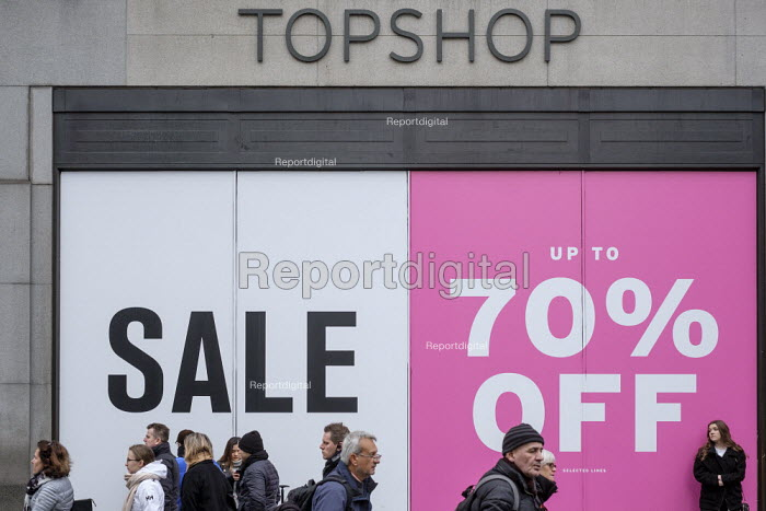 Topshop end of year sales, Oxford Street, London - Philip Wolmuth - 2019-01-02