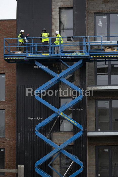 Construction workers, Arden development, Stratford upon Avon, Warwickshire - John Harris - 2019-01-15