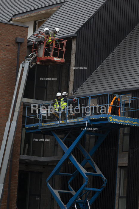 Construction workers, Arden development, Stratford upon... - John Harris, J1901N025.jpg