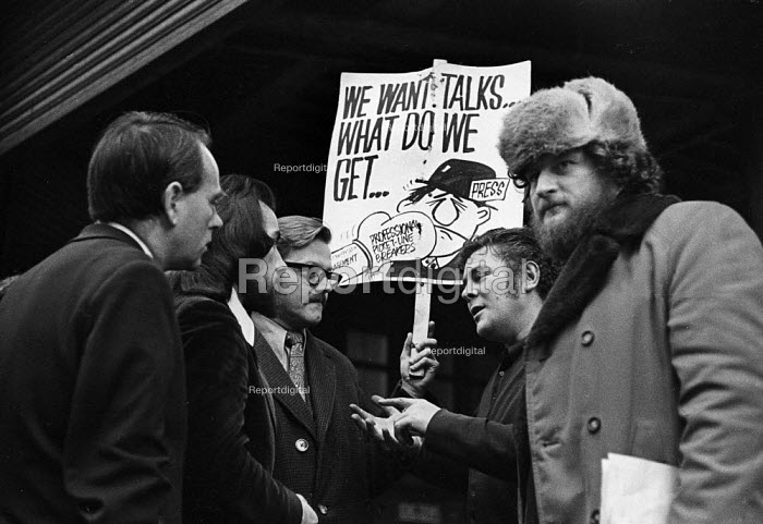 Sheffield Post NUJ strike 1973. NUJ members trying to persuade printers not to cross the picket line. Maurice Jones with hat would later become editor of The Miner the NUM Journal - Chris Davies - 1973-11-03