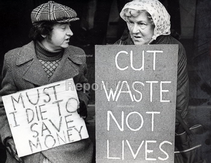 Kidney patients protest NHS cuts in dialysis machines, London 1980 - Nick Oakes - 1980-01-03