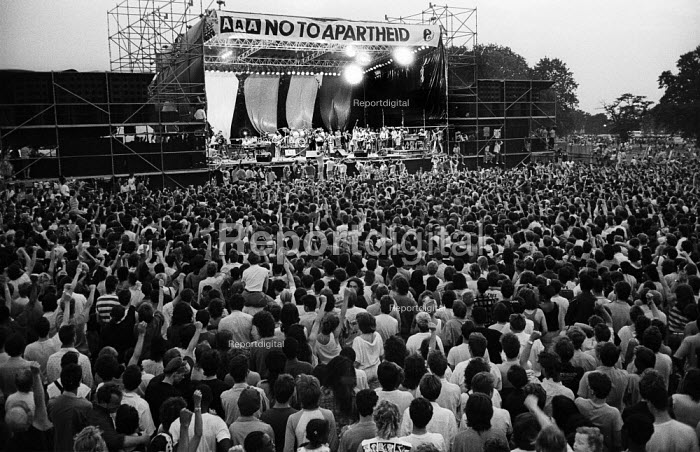 Peter Gabriel, Artists Against Apartheid free music festival Clapham Common London 1986. After a March and Rally in London against apartheid in South Africa artists stage a free concert in support of the Anti-Apartheid Movement and for an end to apartheid and for freedom in Namibia & South Africa - Stefano Cagnoni - 1986-06-28