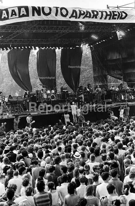 Gil-Scott Heron, Artists Against Apartheid free music festival Clapham Common London 1986. After a March and Rally in London against apartheid in South Africa artists stage a free concert in support of the Anti-Apartheid Movement and for an end to apartheid and for freedom in Namibia & South Africa - Stefano Cagnoni - 1986-06-28