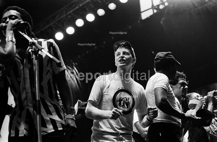 Billy Bragg, Artists Against Apartheid free music festival Clapham Common London 1986. After a March and Rally in London against apartheid in South Africa artists stage a free concert in support of the Anti-Apartheid Movement and for an end to apartheid and for freedom in Namibia & South Africa - Stefano Cagnoni - 1986-06-28
