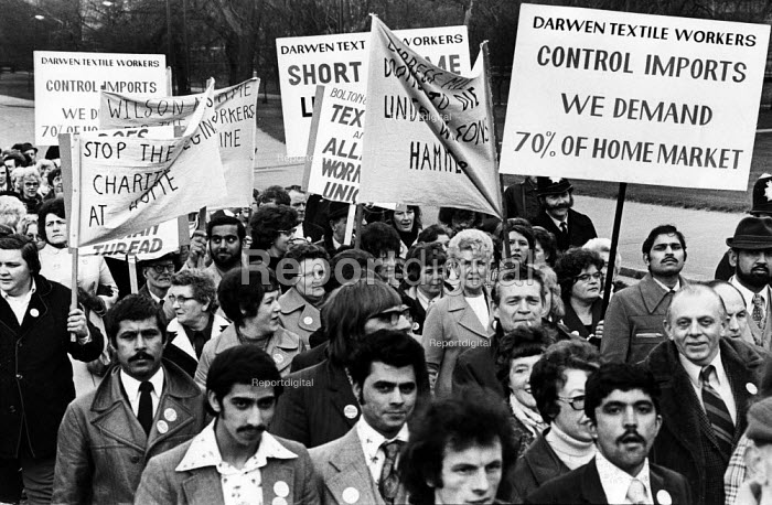 Textile workers protest for import controls, no closures, London 1975 - Chris Davies - 1975-03-25