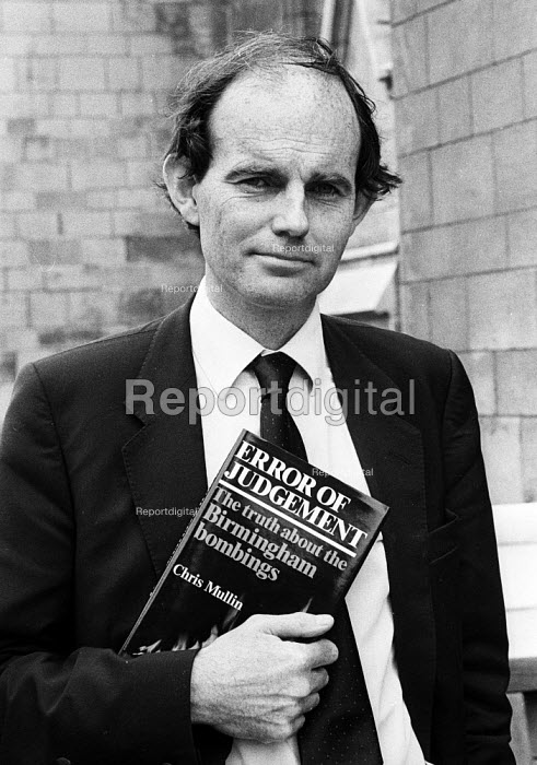 Chris Mullin with his newly published book Error of Judgement London 1986. 'Error of Judgement - The truth about the Birmingham Bombings' eventually led to the correction of one of the biggest miscarriages of justice in British legal history - Stefano Cagnoni - 1986-07-14