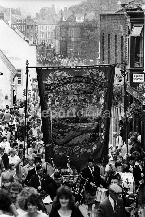 Durham MIners Gala 1986. COSA Banner on the traditional Labour movement parade through the City - Stefano Cagnoni - 1986-07-12