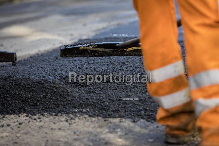 Road Maintenance workers repairing the road, Bristol - Paul Box - 2019-01-23