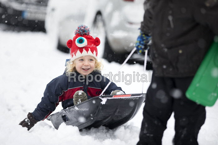 Children having fun in the snow, Bristol - Paul Box - 2019-02-01