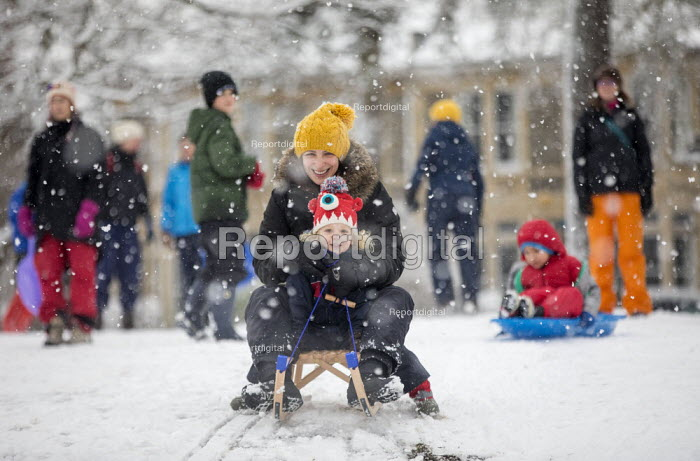 Children having fun in the snow, St Andrews Park, Bristol - Paul Box - 2019-02-01