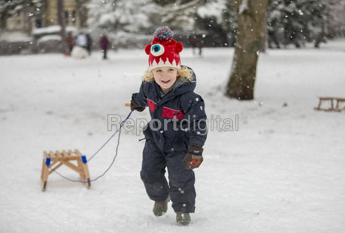 Children having fun in the snow, St Andrews Park, Bristol - Paul Box - 2019-02-01
