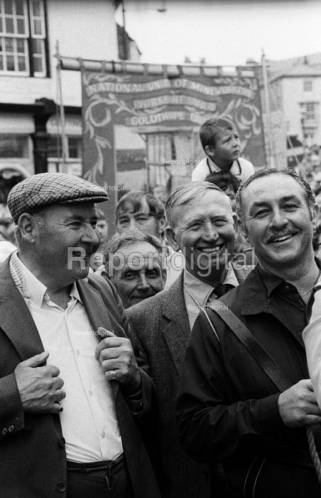 Durham Miners Gala 1986. Miners and ex-miners of the Durham coalfields wait to join in the traditional Labour movement parade through the City - Stefano Cagnoni - 1986-07-12