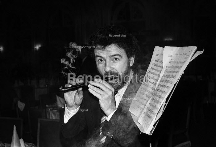 James Galway, pipe smoker of the Year London 1981, awarded... - Martin Mayer, MM1901217.jpg