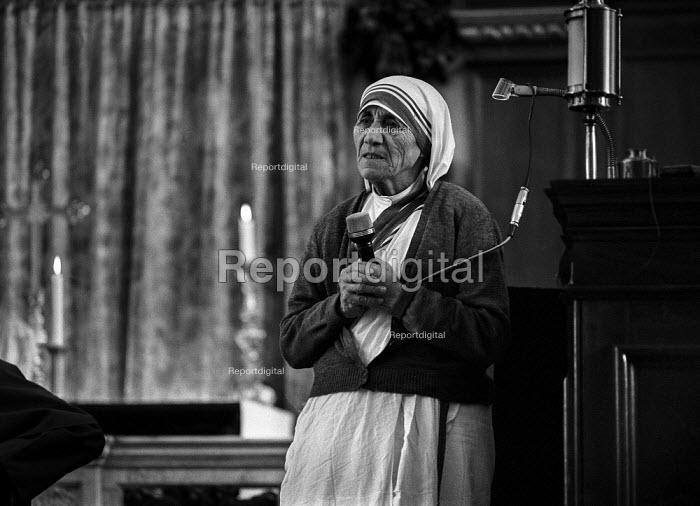Mother Teresa speaking, London, 1981 the Roman Catholic Albanian-Indian missionary fund raising visit to UK - Martin Mayer - 1981-07-07