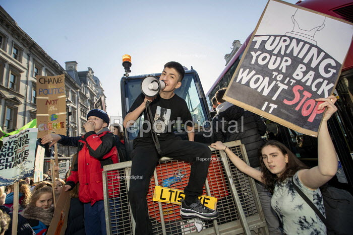Climate strike students blocking the roads around... - Jess Hurd, jj1902056.jpg