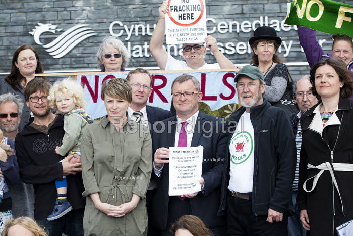 Protest against Fracking, National assembly for Wales, Cardiff, Frack Free Wales - Paul Box - 2015-09-22