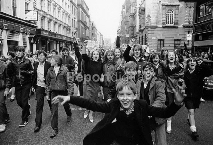 Liverpool 1985, School pupils strike against YTS... - Dave Sinclair, DS850415.JPG