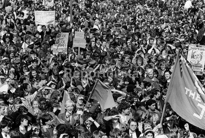 Liverpool 1985, School pupils strike against YTS... - Dave Sinclair, DS850420.JPG