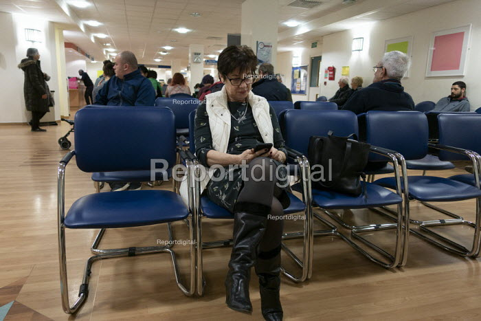 Patient waiting, Oncology Department University Hospital Coventry - John Harris - 2019-01-11