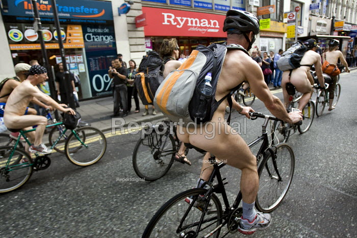 World Naked Bike Ride. Oxford Street. London. - Jess Hurd - 2009-06-14