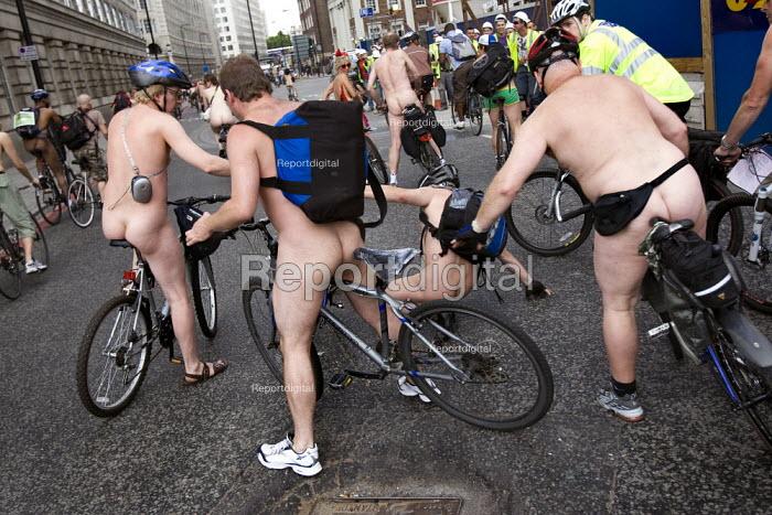 Bicycle pile up. World Naked Bike Ride. London. - Jess Hurd - 2009-06-14