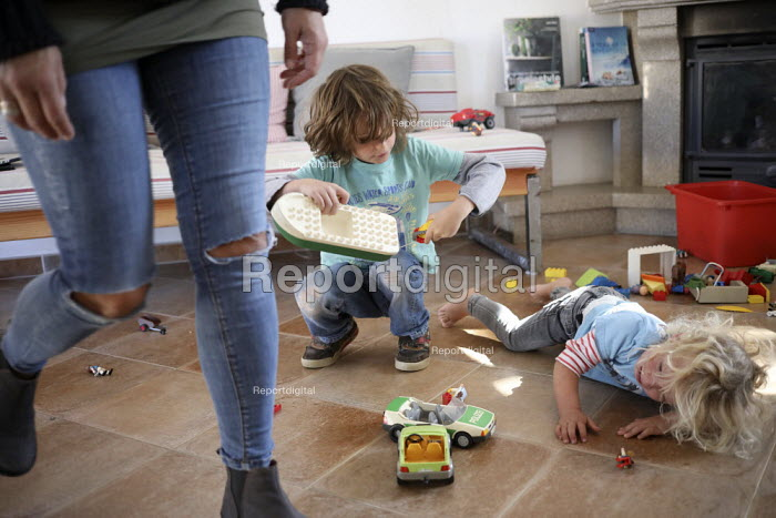 Brothers fighting over toys, family holiday, Arrifana, Algarve, Portugal - Paul Box - 2018-10-28