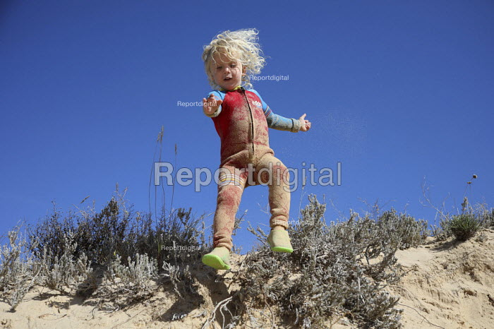 Boy playing in the sand dunes, family holiday, Amoreira... - Paul Box, PB1811492.JPG