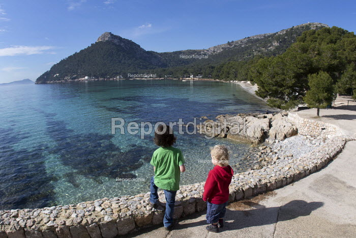 Brothers, family holiday, Formentor beach, Mallorca, Spain - Paul Box - 2018-02-17