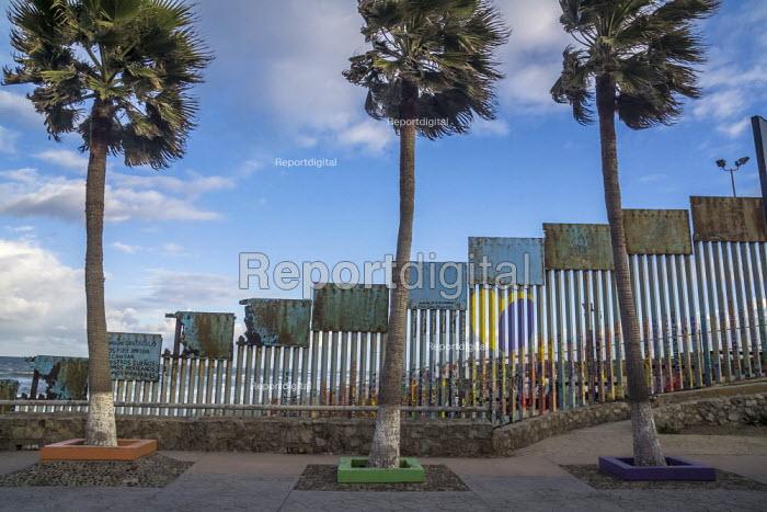 Tijuana, USA Mexican border wall, where the fence runs into the Pacific Ocean - David Bacon - 2019-02-17