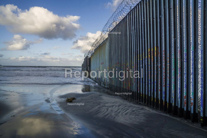 Tijuana, USA Mexican border wall, where the fence runs... - David Bacon, DNB1902h50.JPG