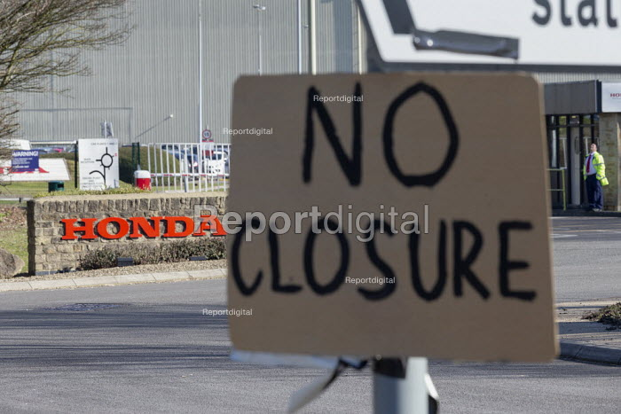 No Closure sign outside Honda Swindon car plant which will close in 2021 with the loss of 3,500 jobs - John Harris - 2019-02-25