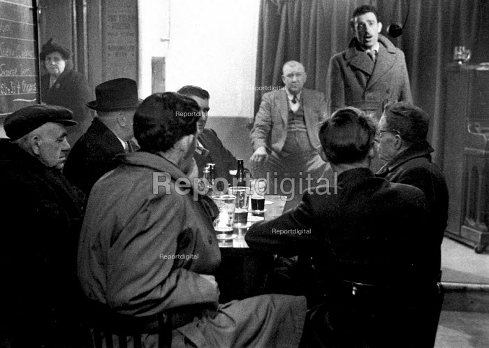 Men singing together, Working Mens Club Selby Yorkshire 1954 - Phil Preston, RAPP5419.jpg