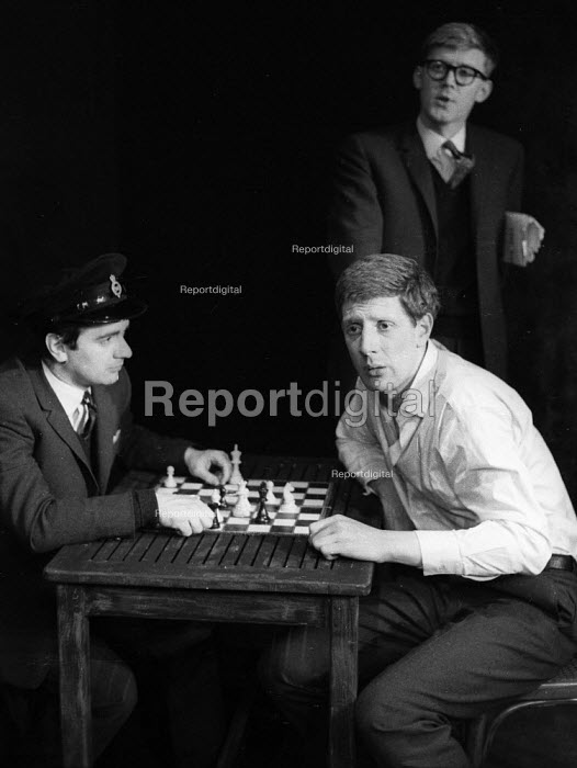 Dudley Moore, Alan Bennett, Jonathan Miller 1961 in 'the death cell' from 'The Suspense Is Killing Me' sketch, Beyond The Fringe, Fortune Theatre London 1961 - Romano Cagnoni - 1961-06-11