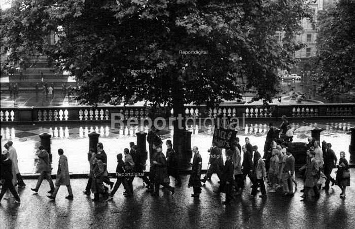 Committee of 100 Action for LIfe London 1961 protest for nuclear disarmament approaching Trafalgar Square in the rain - Romano Cagnoni - 1961-08-06